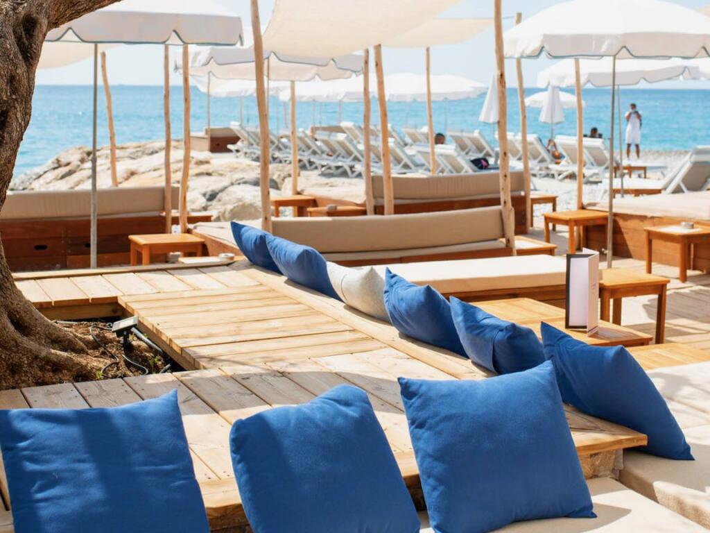 Les Canailles, beach club Nice (parasols)