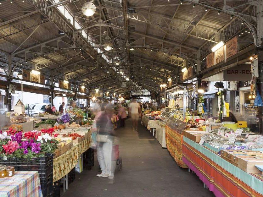 Marché provençal Antibes, city guide love spots (stalls)