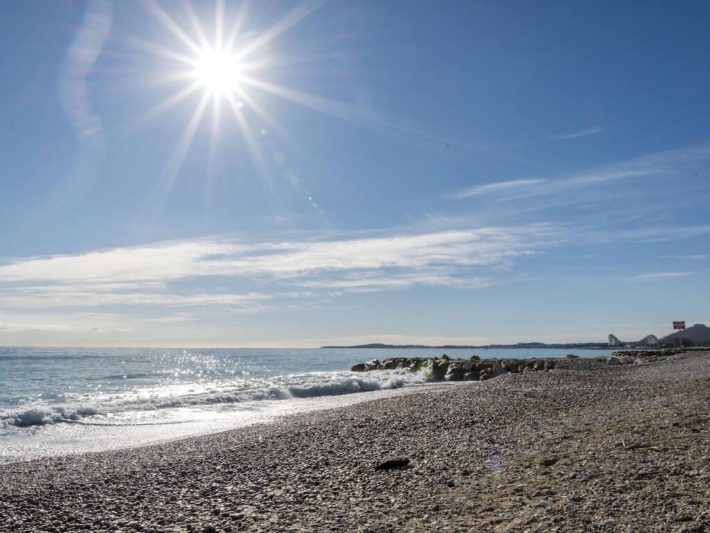 Plage du grand Large, Cagnes-sur-Mer (soleil)