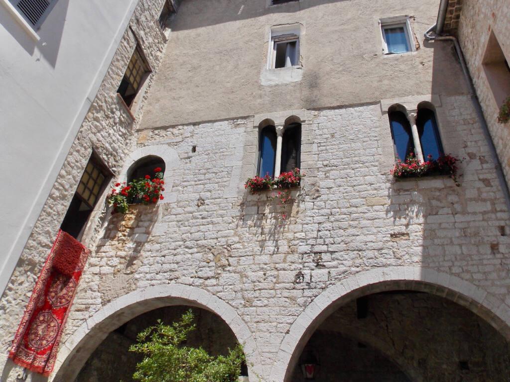 Vence, village historique (pierres)