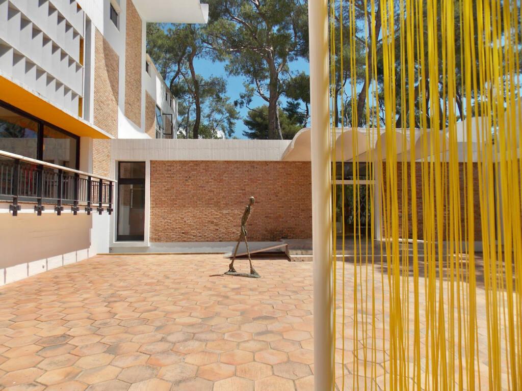 Fondation Maeght, musée d'art contemporain (jaune)