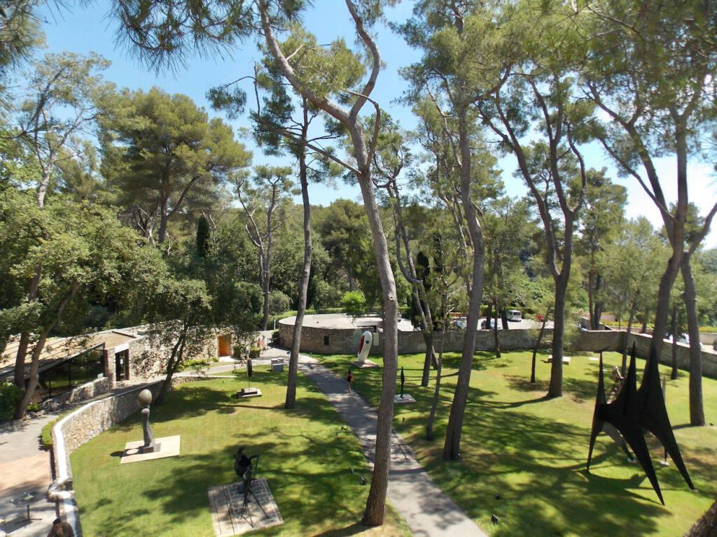 Fondation Maeght, musée d'art contemporain (arbres)