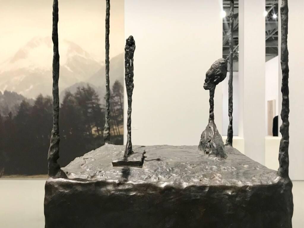 Le réel merveilleux : rétrospective Alberto Giacometti au Forum Grimaldi de Monaco (groupe sculptures)