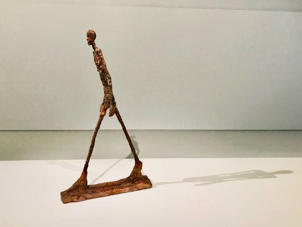 Le réel merveilleux : rétrospective Alberto Giacometti au Forum Grimaldi de Monaco (marcheur)