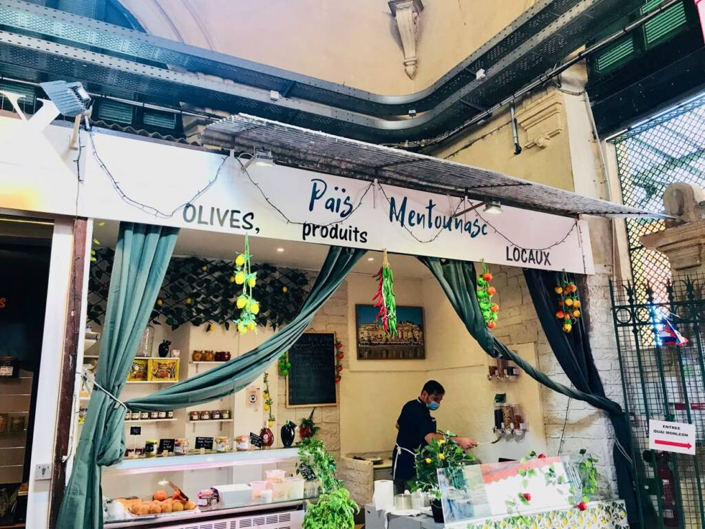 Halles de Menton: marché couvert de produits frais et d'artisans (olives)