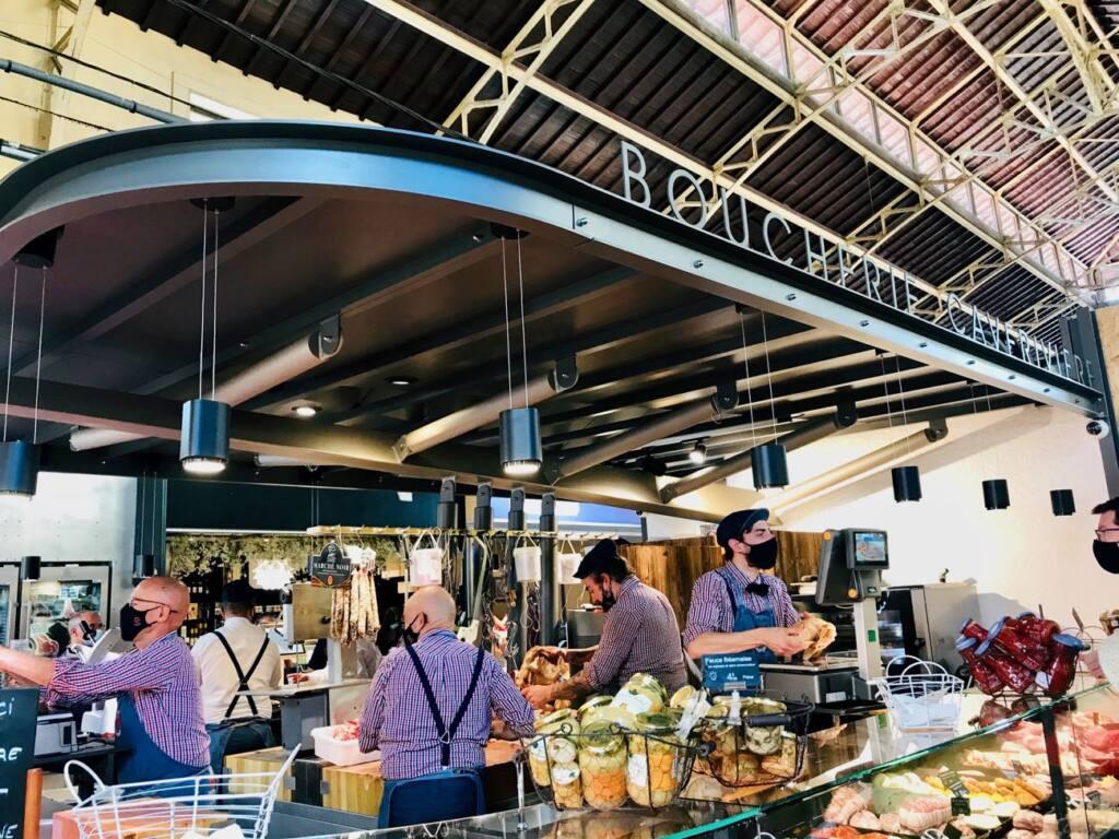 Halles de Menton: marché couvert de produits frais et d'artisans (boucherie)
