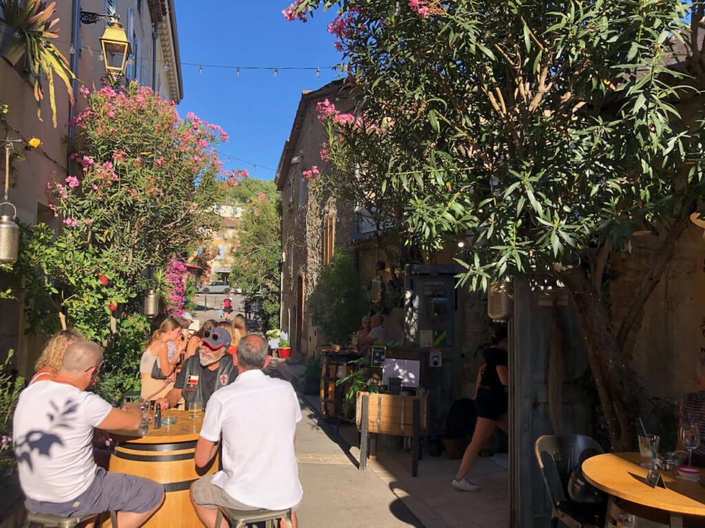 Valbonne village provençal (bar Patio)