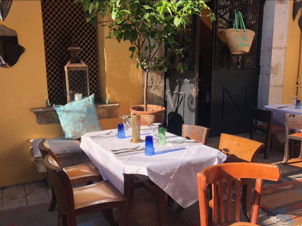Valbonne village provençal (table)