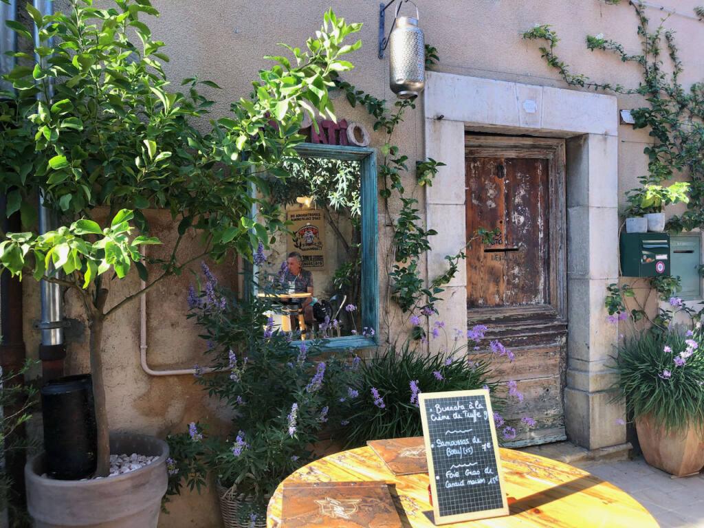 Valbonne village provençal (ruelles)