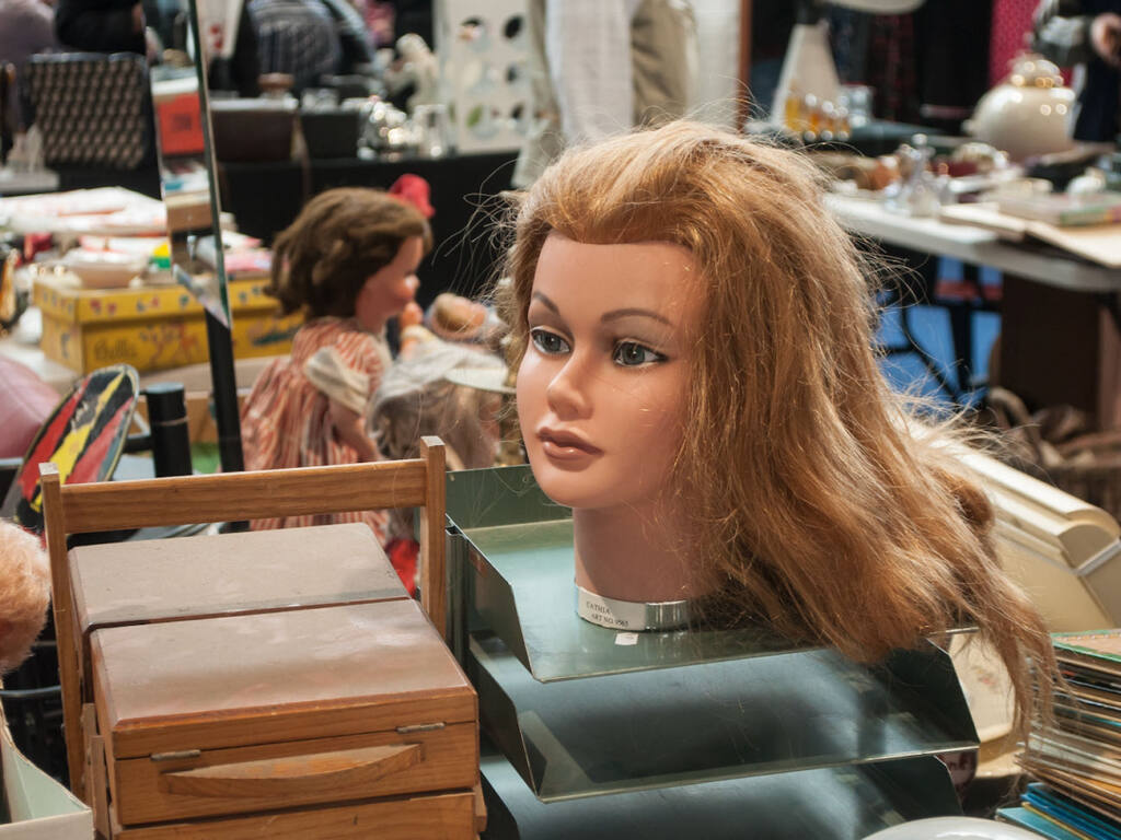 Antiques market in Nice (a doll's head)