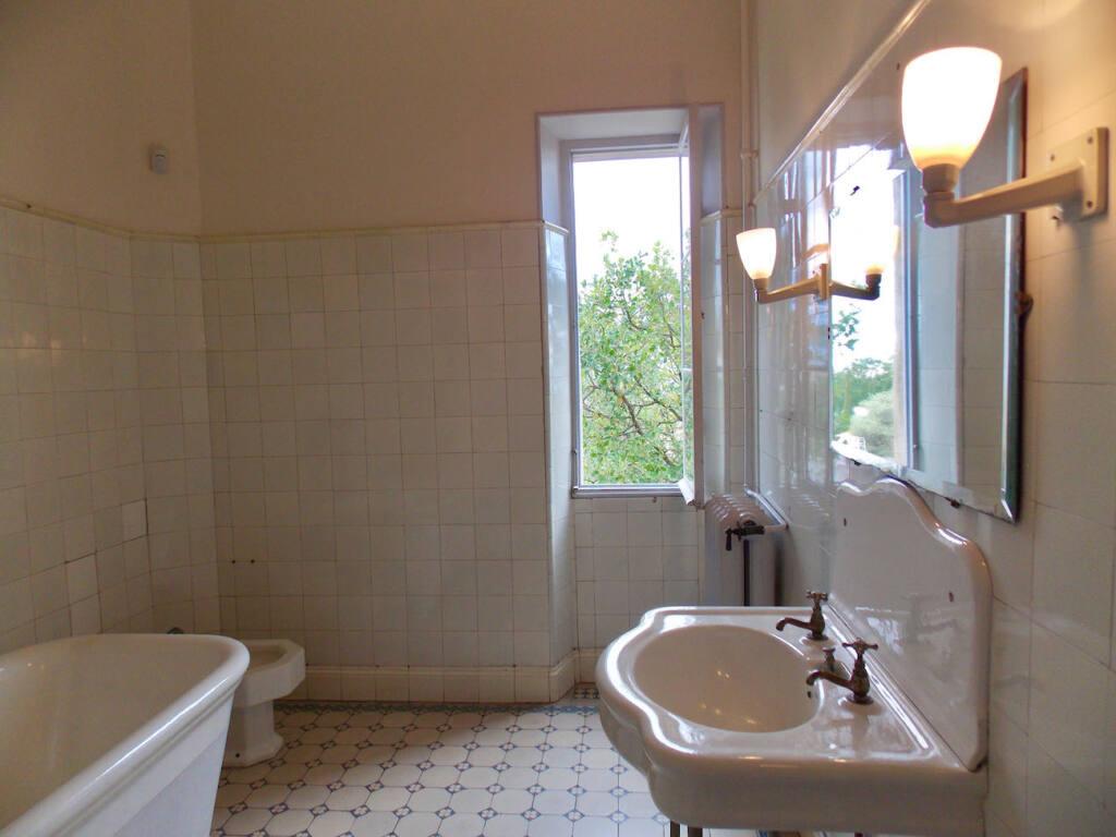 Musée Renoir, maison du peintre à Cagnes-sur-Mer (salle de bains)