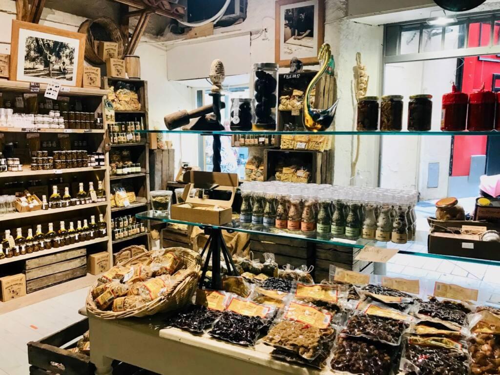 Olio Donato, Italian Deli, Nice city guide love spots (the counter)