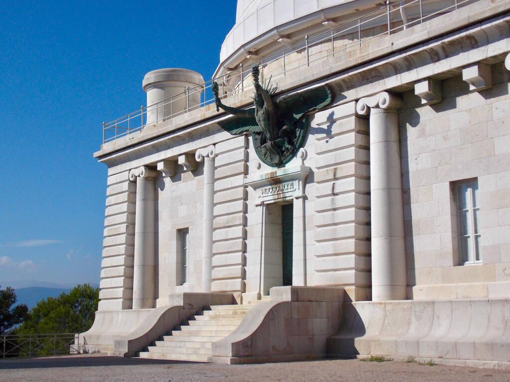Observatoire de la Côte d'Azur, site scientifique à Nice (colonnes)